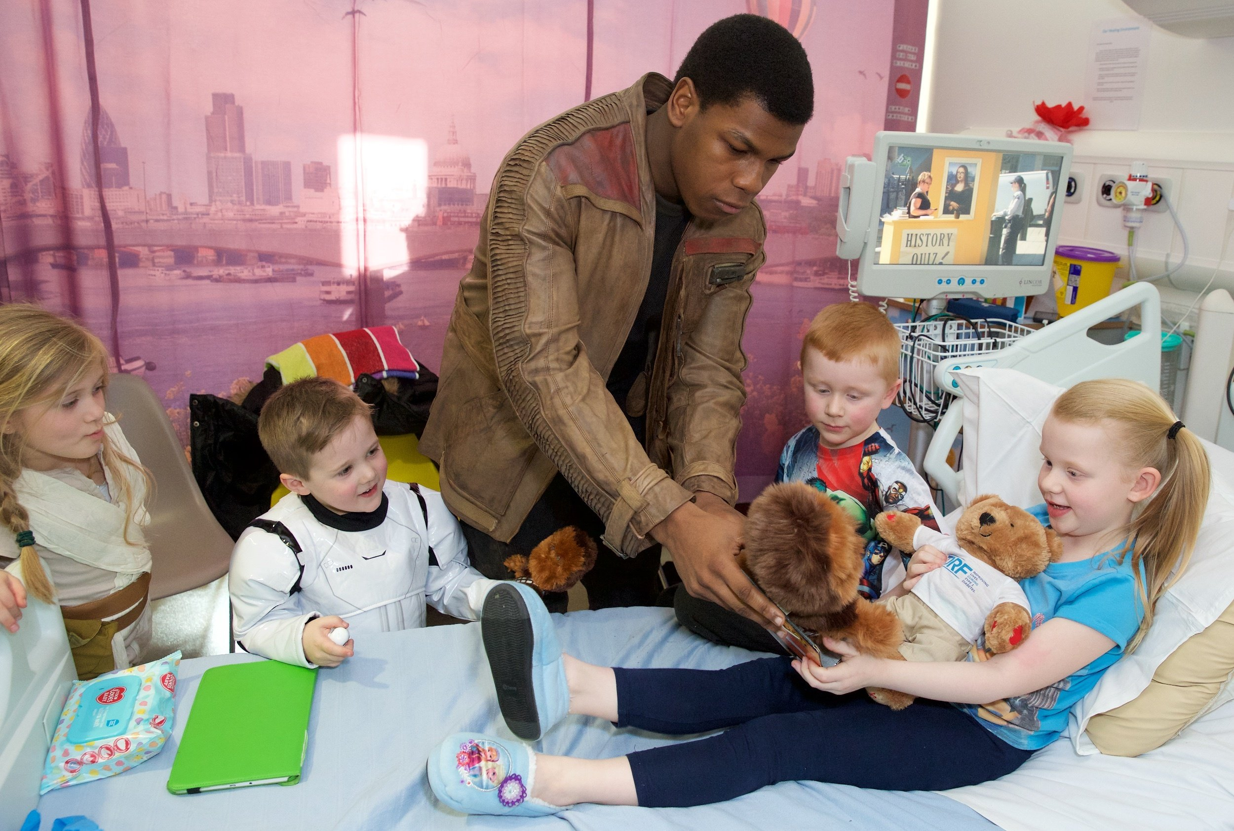Star Wars' John Boyega dressed as Finn and surprised young children at a London hospital