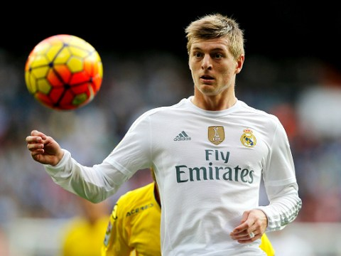 Toni Kroos talking to Bastian Schweinsteiger about Manchester United transfer