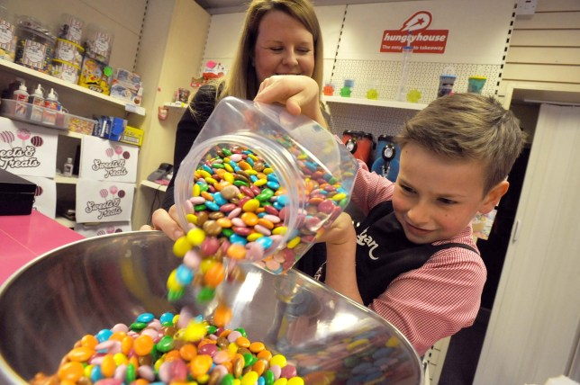 9-year-old applies for shop job to help mum out