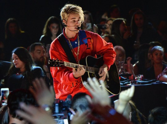 INGLEWOOD, CALIFORNIA - APRIL 03: Singer Justin Bieber performs onstage at the iHeartRadio Music Awards which broadcasted live on TBS, TNT, AND TRUTV from The Forum on April 3, 2016 in Inglewood, California. (Photo by Kevin Mazur/Getty Images for iHeartRadio / Turner)