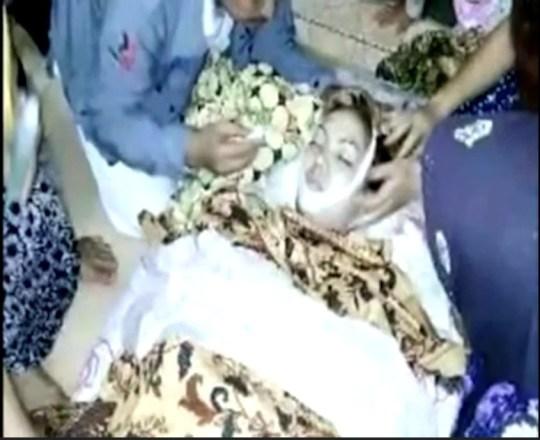 Singer Irma Bule dies on stage in Indonesia after cobra bit