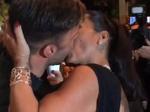 A Ricky Martin fan paid HOW MUCH to snog him??