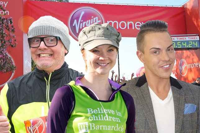 LONDON, ENGLAND - APRIL 13:  (L-R) Jenni Falconer, Sophie Raworth, Amy Willerton, Natalie Dormer and Michael Owen on the start line ahead of the Virgin Money London Marathon on April 13, 2014 in London, England.  (Photo by Ben A. Pruchnie/Getty Images)
