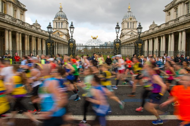 Runners pass the Old Naval College, Greenwich, during the 2016 Virgin Money London Marathon. PRESS ASSOCIATION Photo. Picture date: Sunday April 24, 2016. See PA story ATHLETICS London. Photo credit should read: Dominic Lipinski/PA Wire