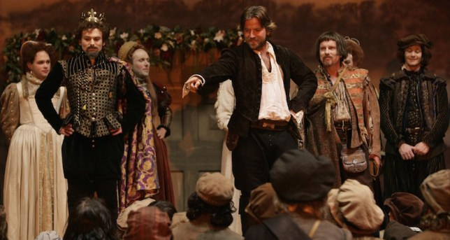 Dean Lennox Kelly taking his bow as the Bard in The Shakespeare Code (Picture: BBC)