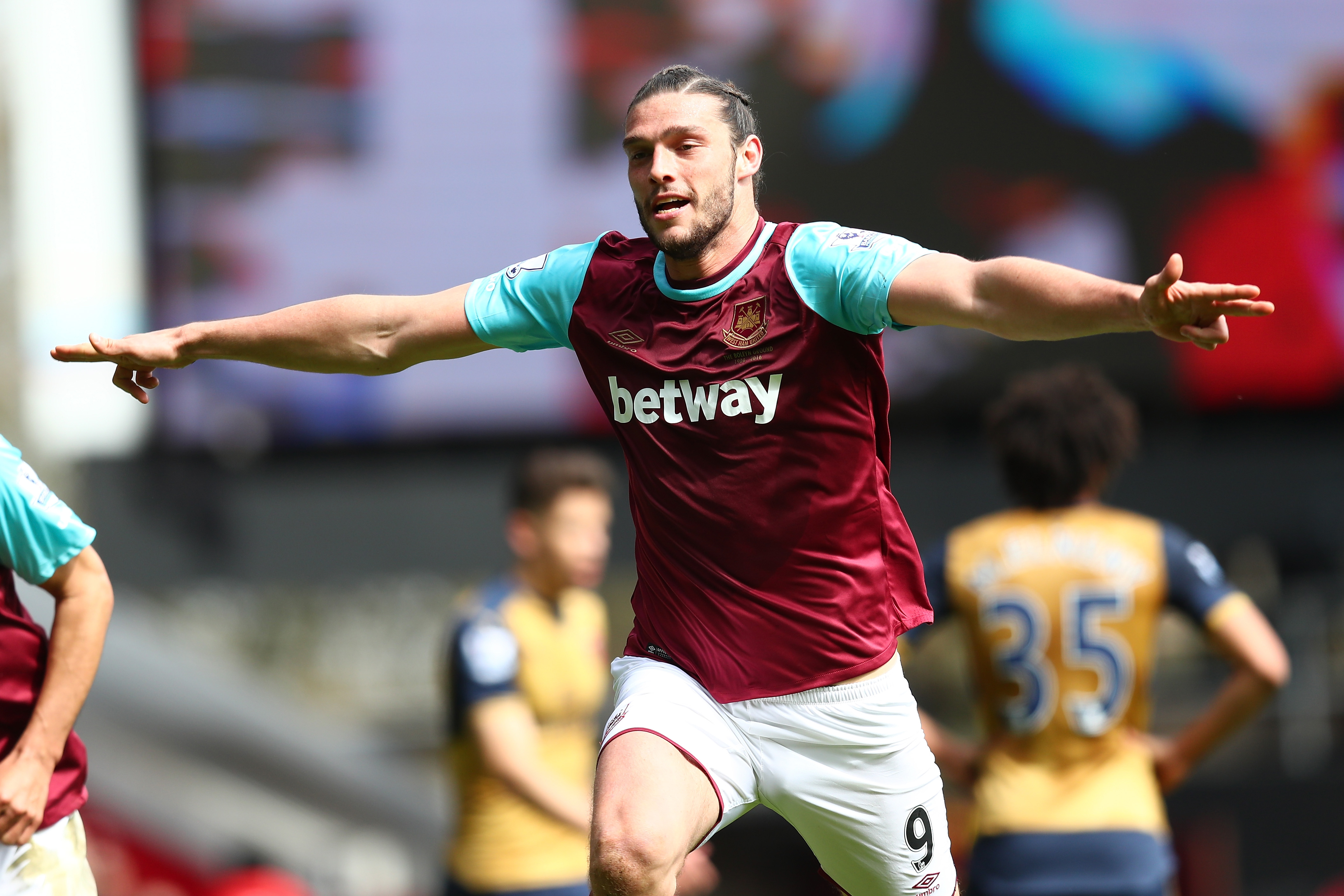 Andy Carroll says West Ham can replicate Leicester City next season