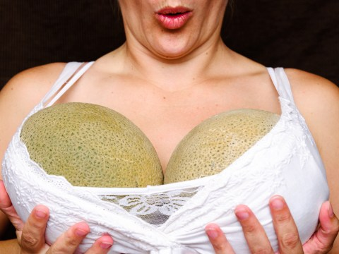 10 things girls with big boobs hate about the summer
