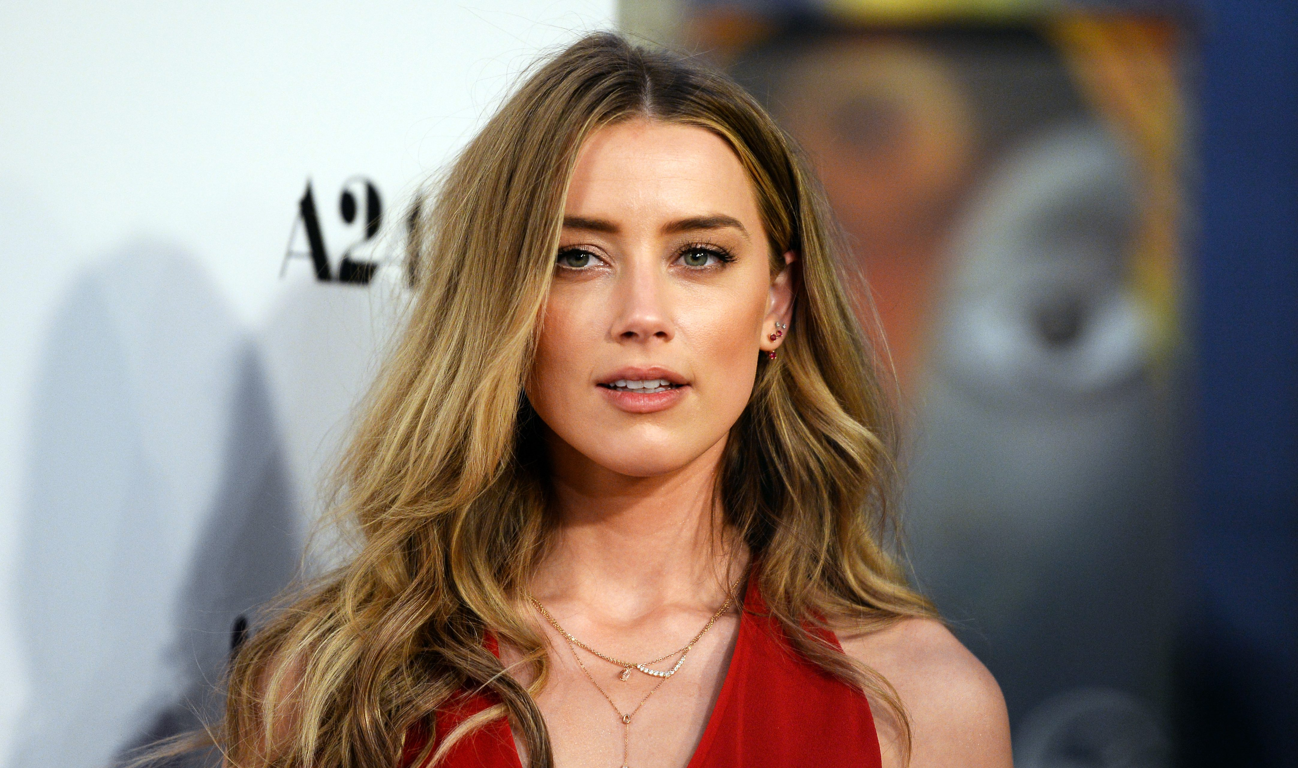 Here's our first look at Amber Heard as Mera in Justice League