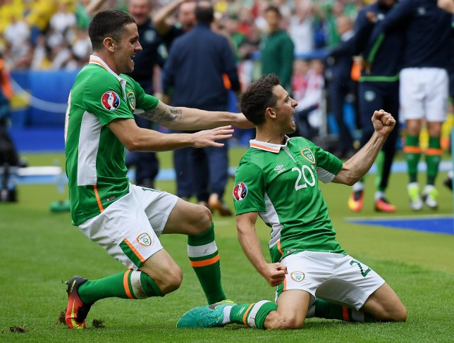 PARIS, FRANCE - JUNE 13: Wes Hoolahan (R) of Republic of Ireland celebrates scoring his team's first goal during the UEFA EURO 2016 Group E match between Republic of Ireland and Sweden at Stade de France on June 13, 2016 in Paris, France. (Photo by Matthias Hangst/Getty Images)