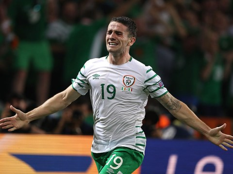 Republic of Ireland 1-0 Italy: Robbie Brady sends Martin O'Neill's men into last 16 after dramatic late winner
