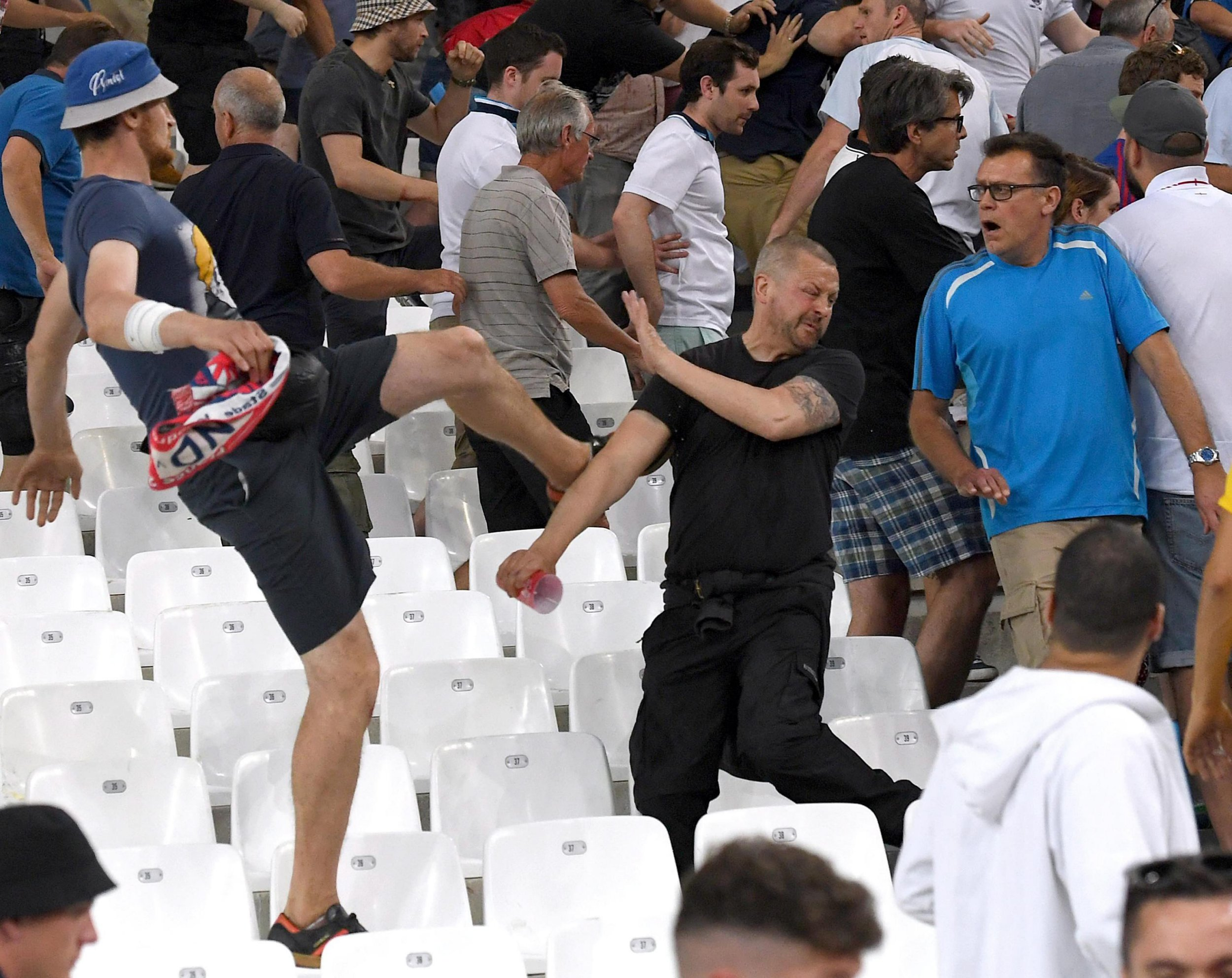 epa05358465 Supporters clash in the stands after the UEFA EURO 2016 group B preliminary round match between England and Russia at Stade Velodrome in Marseille, France, 11 June 2016. (RESTRICTIONS APPLY: For editorial news reporting purposes only. Not used for commercial or marketing purposes without prior written approval of UEFA. Images must appear as still images and must not emulate match action video footage. Photographs published in online publications (whether via the Internet or otherwise) shall have an interval of at least 20 seconds between the posting.) EPA/DANIEL DAL ZENNARO EDITORIAL USE ONLY