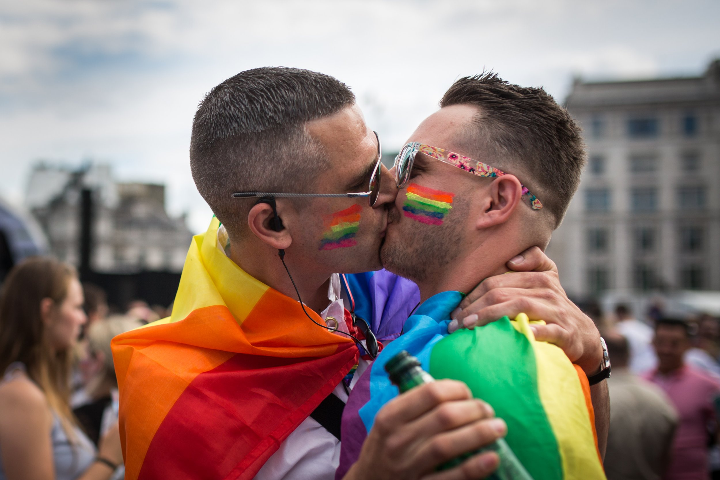 LONDON, ENGLAND - JUNE 27: A couple kiss in Trafalgar Square after the annual Pride in London Parade on June 27, 2015 in London, England. Pride in London is one of the world's biggest LGBT+ celebrations as thousands of people take part in a parade and attend performances at various locations across the city. (Photo by Rob Stothard/Getty Images)