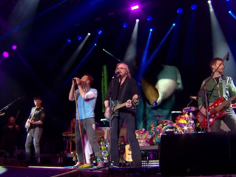 Coldplay just won Glastonbury by performing Stayin' Alive with Barry Gibb