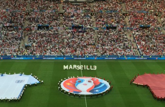 Guy's one job is to hold 'E' in 'Marseille', gets it badly wrong