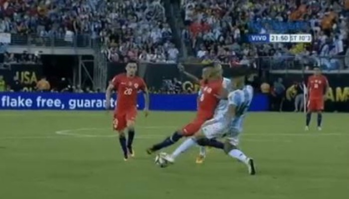 Manchester United defender Marcos Rojo sent off for Argentina in Copa America final