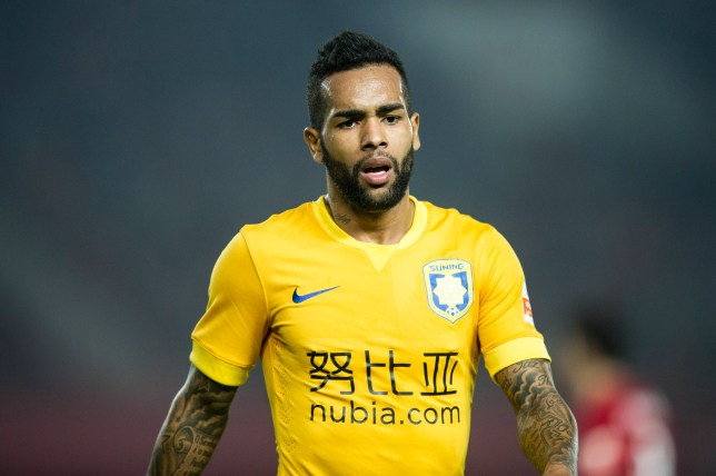 ZHENGZHOU, CHINA - APRIL 09: (CHINA OUT) Alex Teixeira #10 of Jiangsu Suning in action during the Chinese Football Association Super League match between Henan Jianye and Jiangsu Suning at Zhengzhou Hanghai Stadium on April 9, 2016 in Zhengzhou, China. (Photo by VCG/VCG via Getty Images)