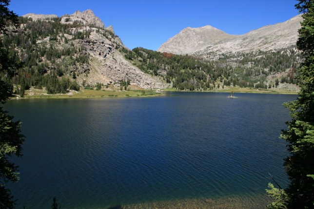 C6XGHB mountain lake in the Wind River Range of Wyoming. Image shot 08/2010. Exact date unknown.