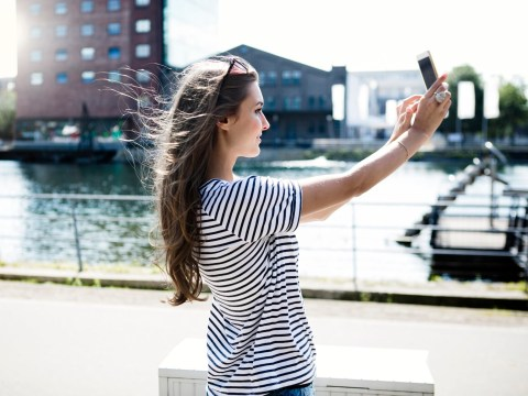 Girl buys fan for her phone so she can always be selfie-ready with windswept hair