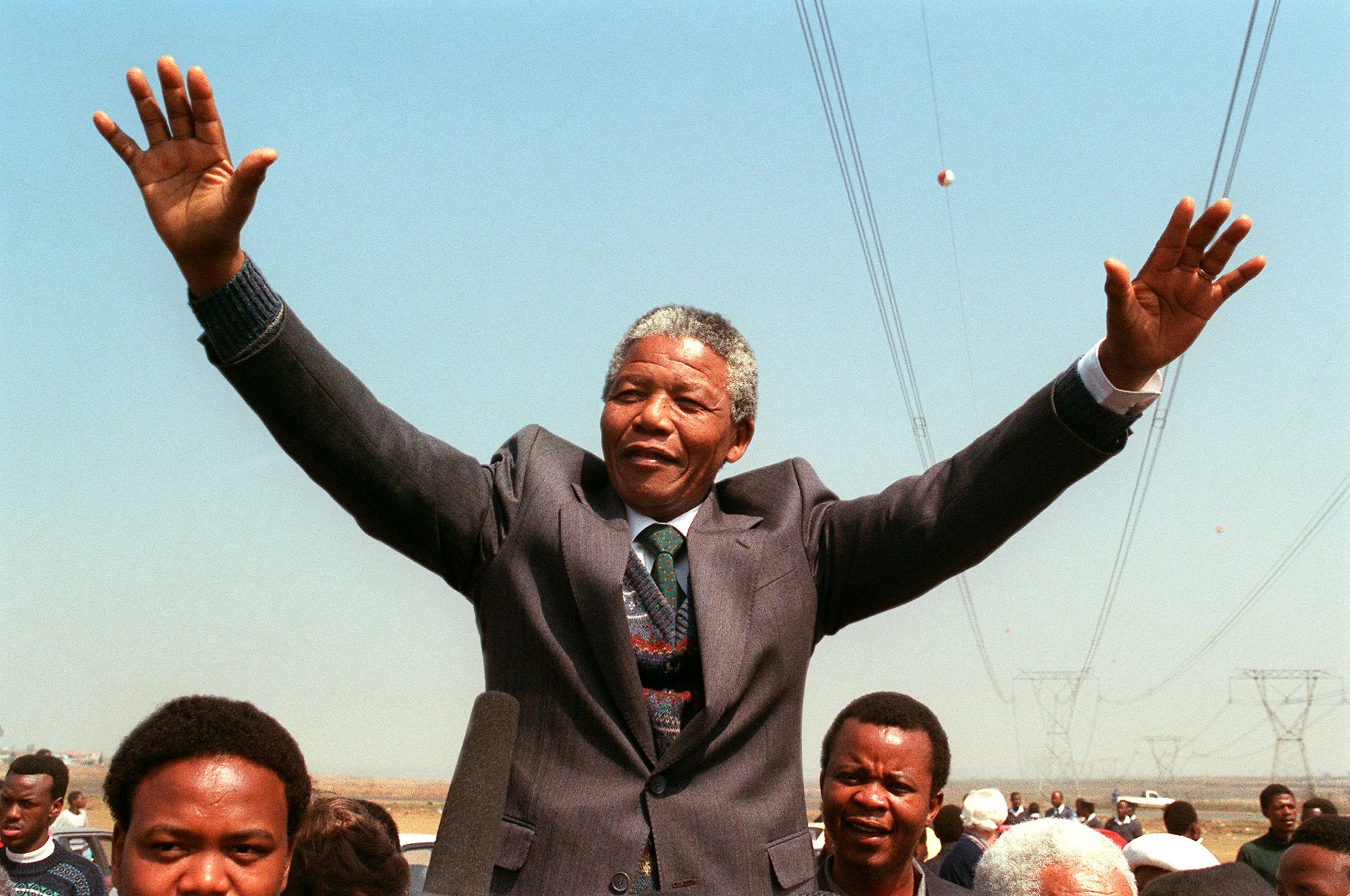 TOKOZA, SOUTH AFRICA: South African National Congress President Nelson Mandela addresses 05 September 1990 in Tokoza a crowd of residents from the Phola park squatter camp during his tour of townships. (Photo credit should read TREVOR SAMSON/AFP/Getty Images)