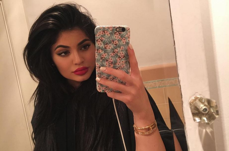 kylie jenner taking a selfie