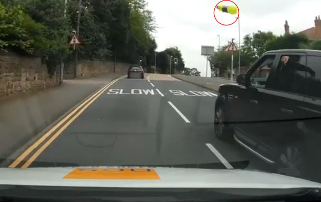 Range Rover driver doesn't like being told off for texting at the wheel