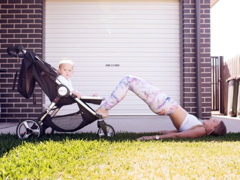 This fit mum didn't want to leave her baby so she uses her as a weight instead
