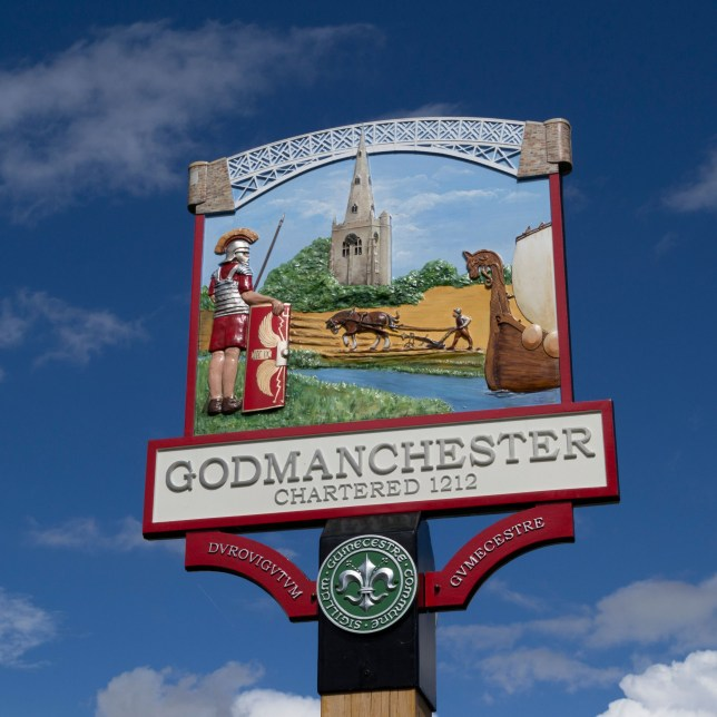 CWF4X1 Town sign in Godmanchester, Cambs, erected for the 800th anniversary of the town being chartered.