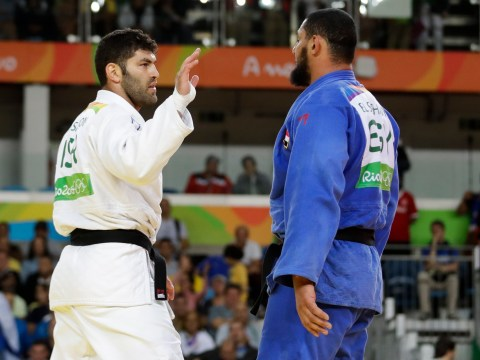 Egyptian judo fighter refuses to shake Israeli opponent's hand at Rio 2016