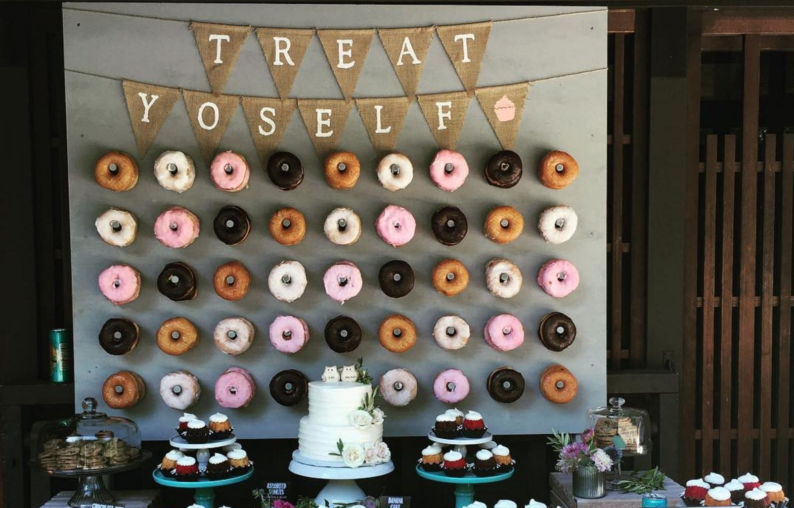 doughnut wall wedding trend