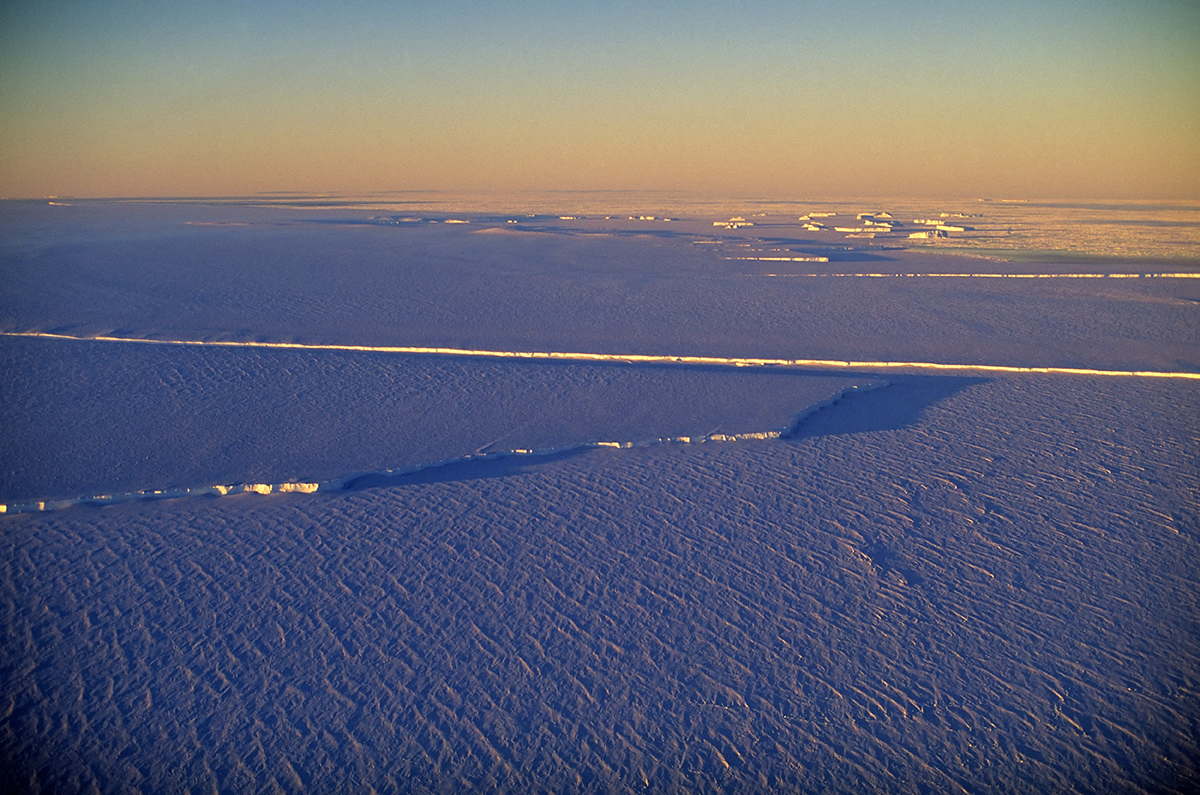 There's a worryingly huge crack spreading across an Antarctica ice shelf