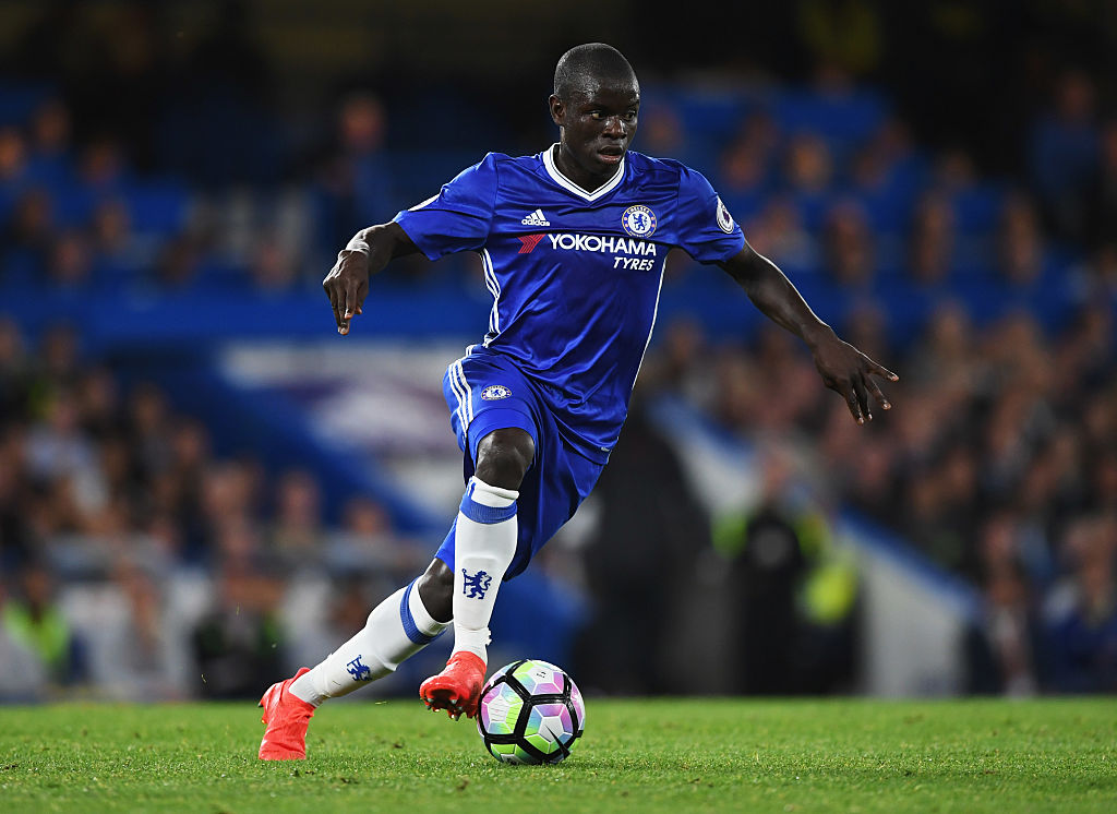 LONDON, ENGLAND - SEPTEMBER 16: N'Golo Kante of Chelsea in action during the Premier League match between Chelsea and Liverpool at Stamford Bridge on September 16, 2016 in London, England. (Photo by Shaun Botterill/Getty Images)