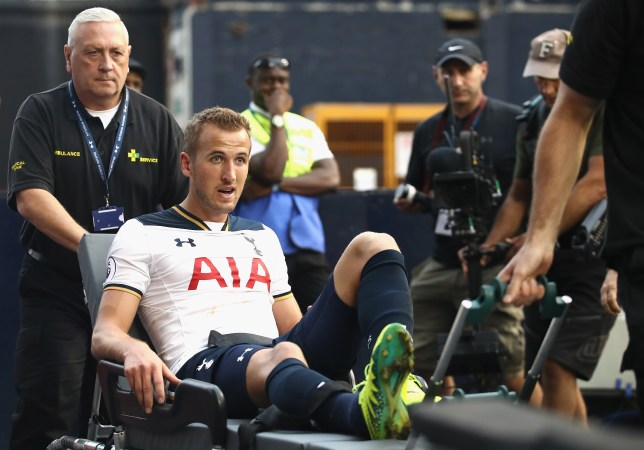 LONDON, ENGLAND - SEPTEMBER 18: Harry Kane of Tottenham Hotspur is put onto a stretcher after coming off injured during the Premier League match between Tottenham Hotspur and Sunderland at White Hart Lane on September 18, 2016 in London, England. (Photo by Julian Finney/Getty Images)