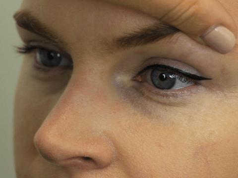 Eye makeup tutorial video: How to apply eyeliner like a makeup artist