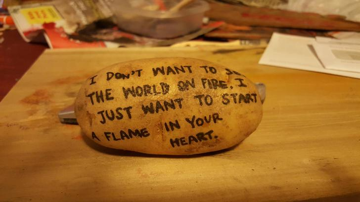 This girl send her partner a potato with a cute message because she's romantic ASF