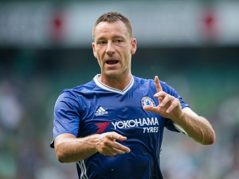 Former Chelsea star Deco believes John Terry must start against Manchester United