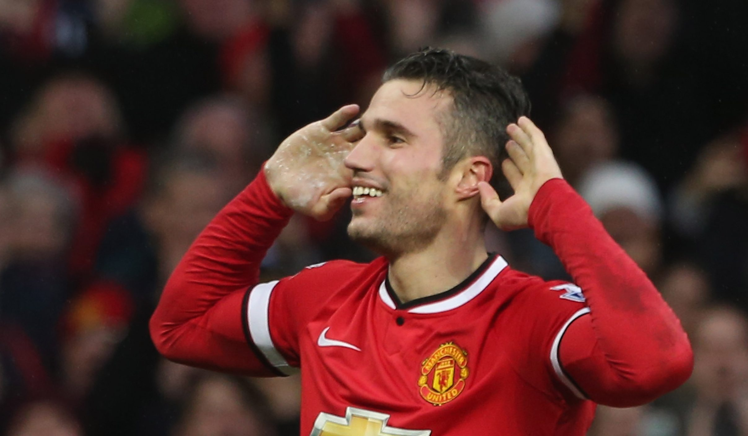 Manchester United fan trolls his Arsenal-supporting girlfriend with Robin van Persie present for Christmas