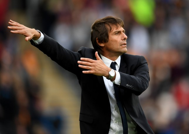 HULL, ENGLAND - OCTOBER 01: Antonio Conte, Manager of Chelsea gives his team instructions during the Premier League match between Hull City and Chelsea at KCOM Stadium on October 1, 2016 in Hull, England. (Photo by Laurence Griffiths/Getty Images)