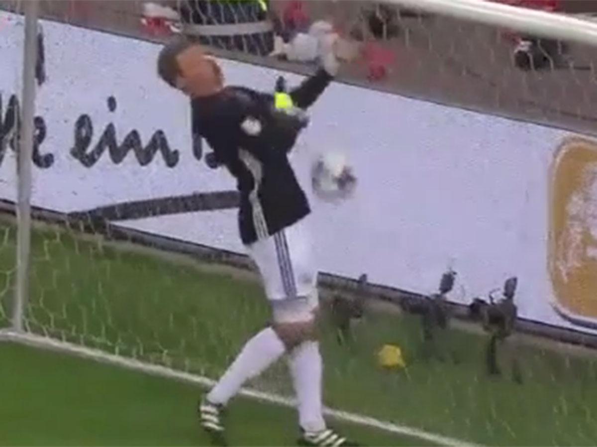 Manuel Neuer kicks ball into his own face