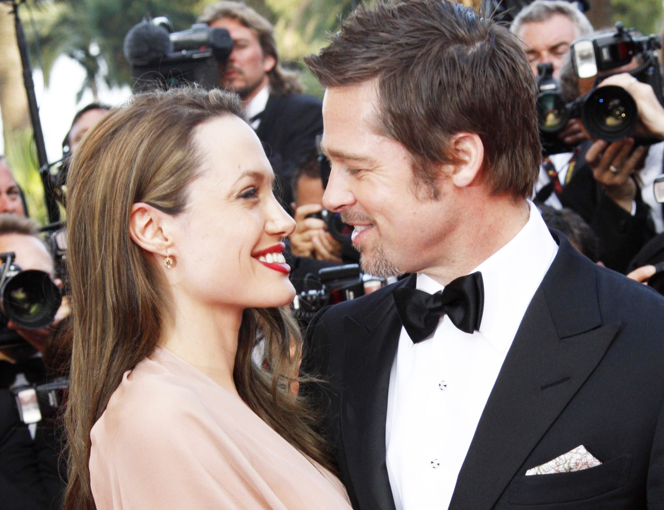 CANNES, FRANCE - MAY 20: Angelina Jolie and Brad Pitt attend the Inglourious Basterds premiere held at the Palais Des Festivals during the 62nd International Cannes Film Festival on May 20, 2009 in Cannes, France. (Photo by Eric Ryan/Getty Images) *** Local Caption *** Angelina Jolie;Brad Pitt