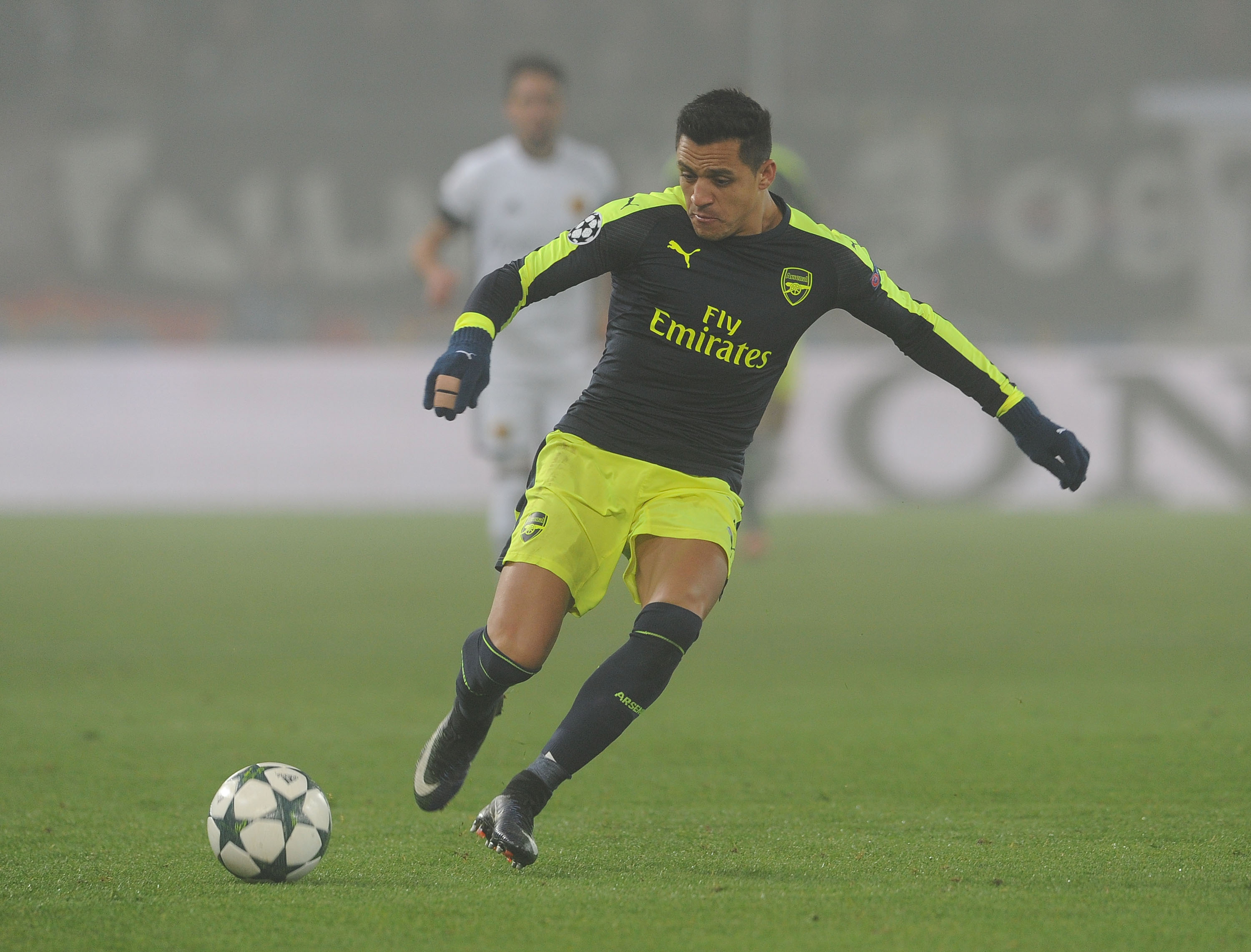 Alexis Sanchez is just behind Cristiano Ronaldo and Lionel Messi, says Chelsea legend Joe Cole