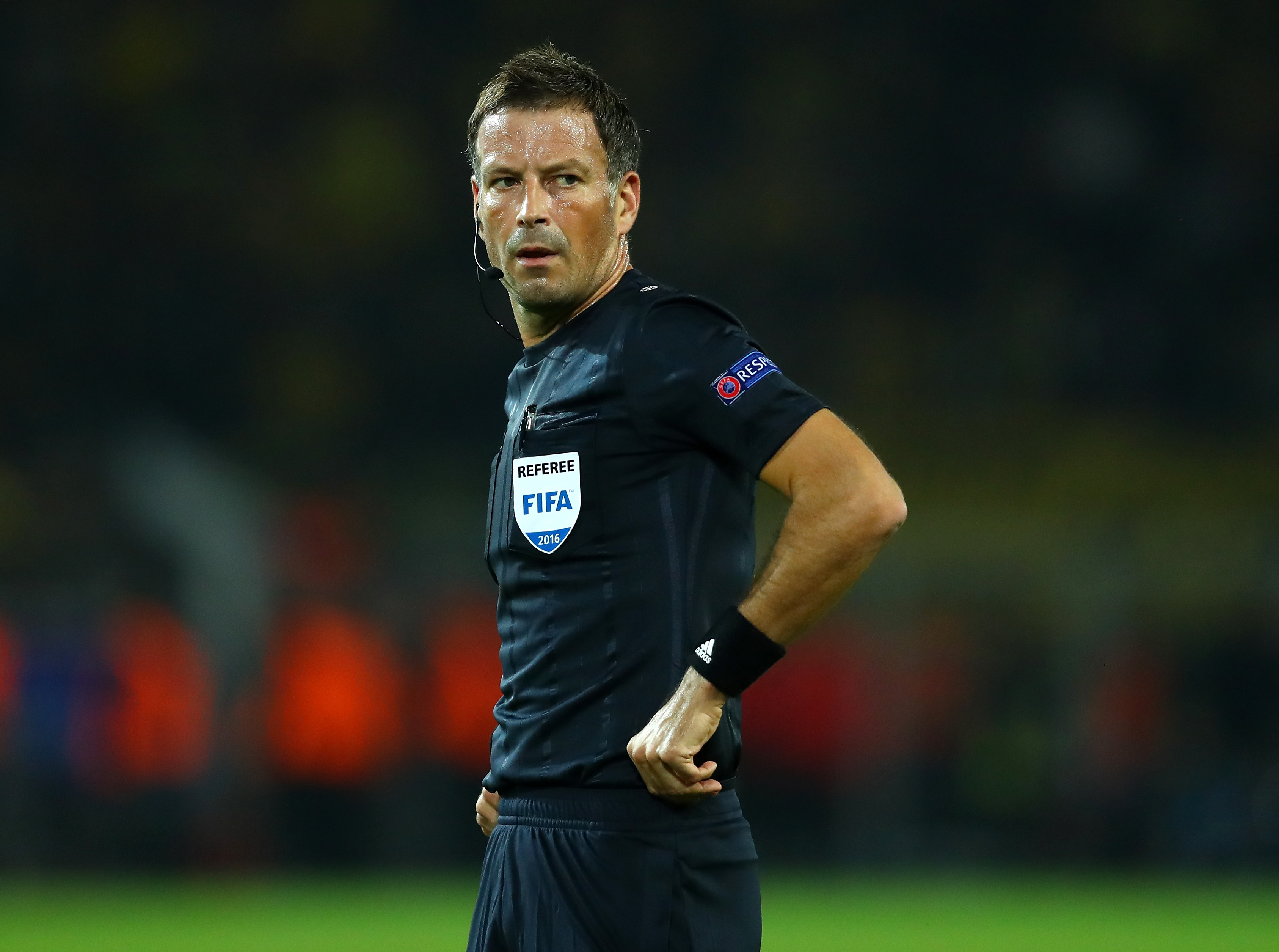 DORTMUND, GERMANY - SEPTEMBER 27:  Referee Mark Clattenburg looks on during the UEFA Champions League Group F match between Borussia Dortmund and Real Madrid CF at Signal Iduna Park on September 27, 2016 in Dortmund, North Rhine-Westphalia.  (Photo by Dean Mouhtaropoulos/Bongarts/Getty Images)