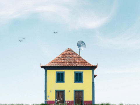 Photos of idyllic isolated houses are making us feel really claustrophobic
