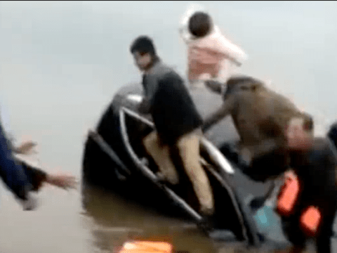 Heroic rescue as father throws his baby from a sinking car