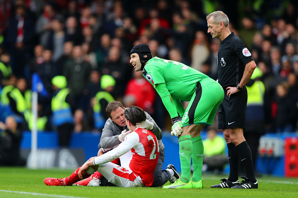 Arsenal's Hector Bellerin cleared to face Hull City despite worrying head injury at Chelsea
