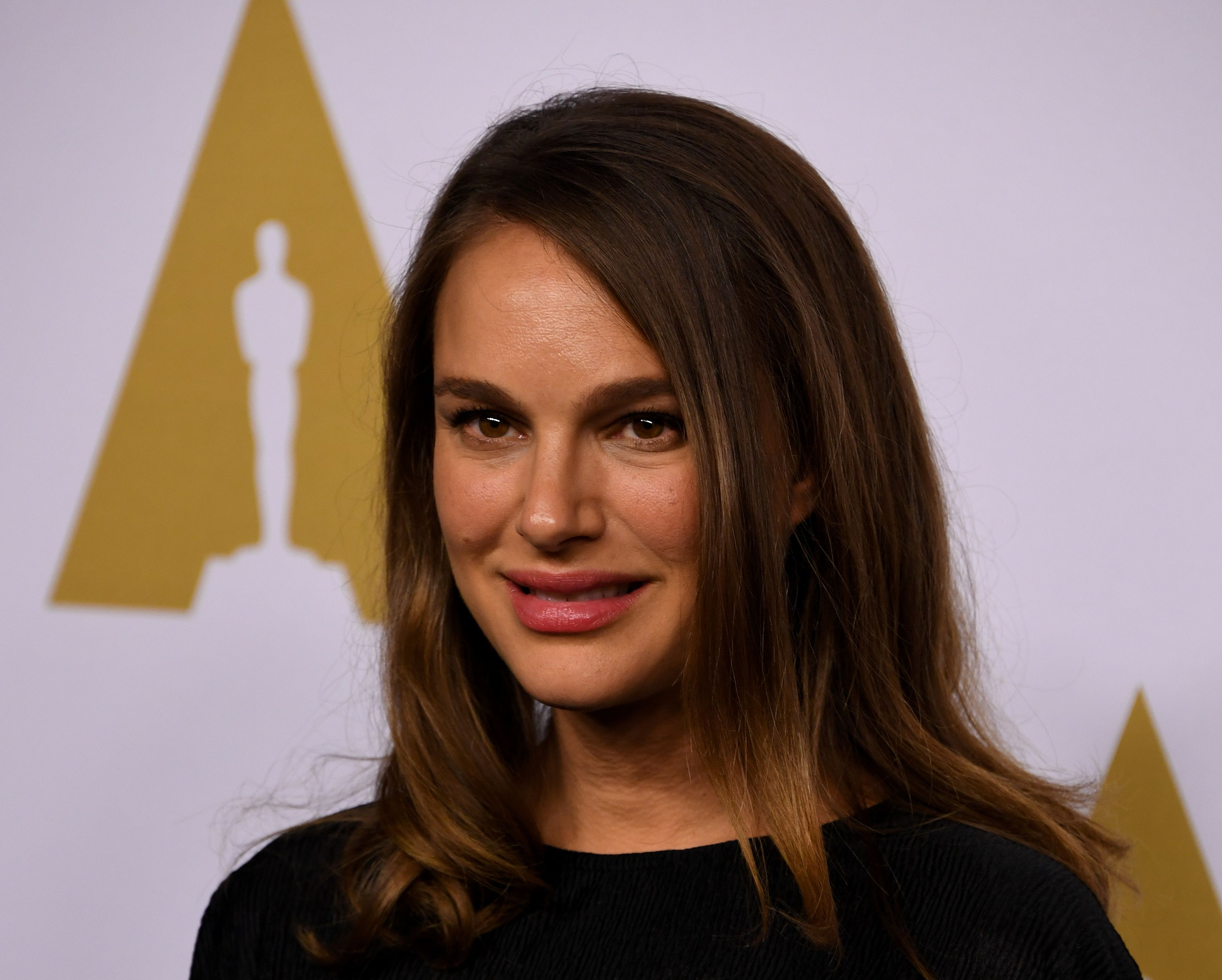 Actress Natalie Portman arrives for the 89th Annual Academy Awards Nominee Luncheon at The Beverly Hilton Hotel in Beverly Hills, California on February 6, 2017. / AFP / Mark RALSTON (Photo credit should read MARK RALSTON/AFP/Getty Images)