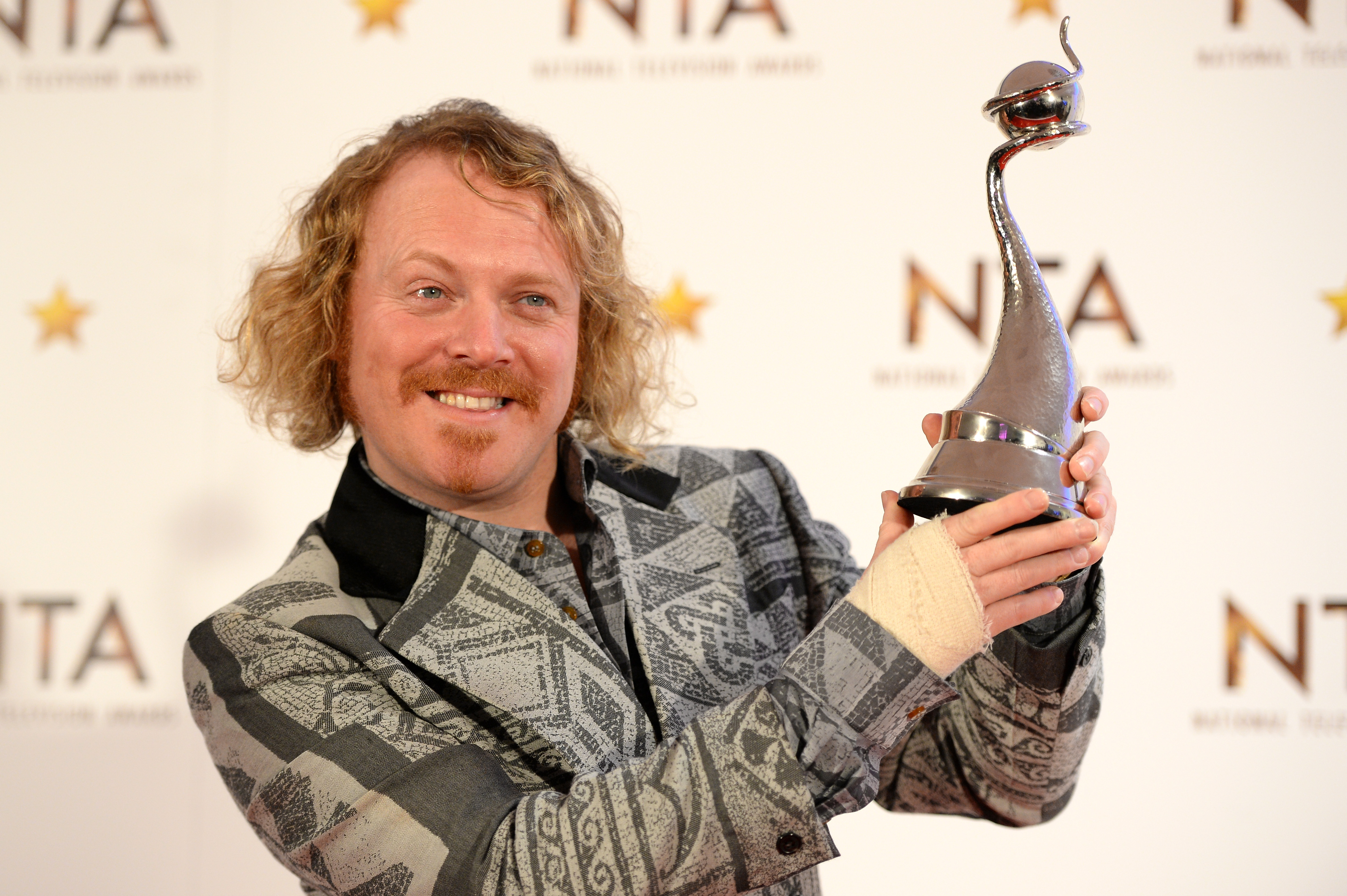 Why does Keith Lemon wear a bandage on his arm?
