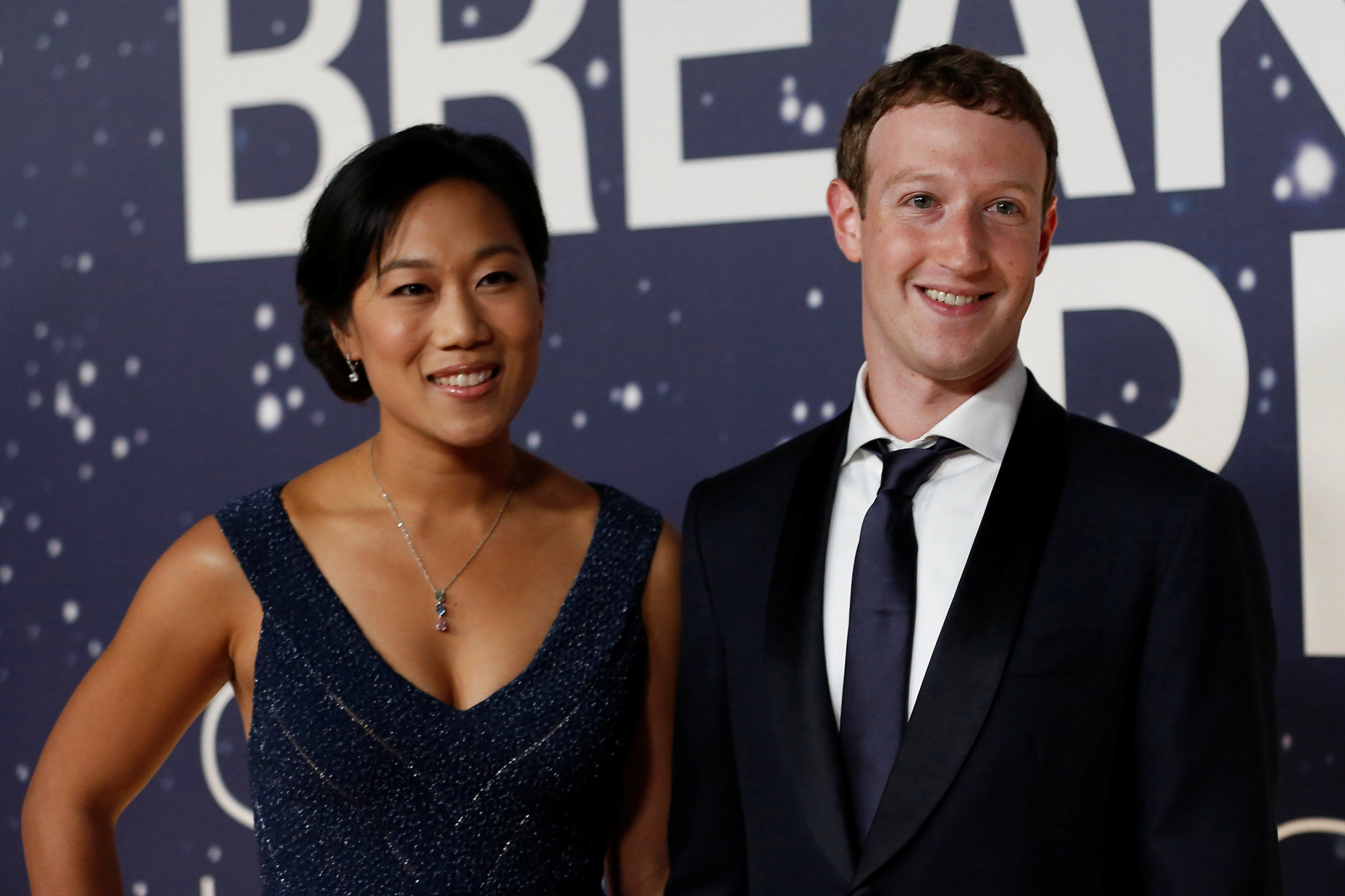 FILE PHOTO: Mark Zuckerberg (R), founder and CEO of Facebook, and wife Priscilla Chan arrive on the red carpet during the 2nd annual Breakthrough Prize Award in Mountain View, California November 9, 2014. REUTERS/Stephen Lam/File Photo