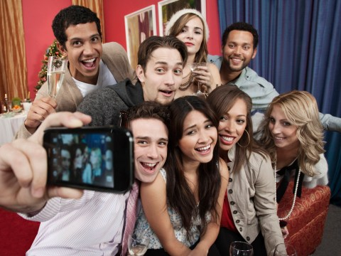 You can now pretend to be popular by hiring people to take selfies with you