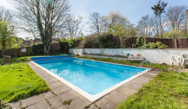 London flat is up for just £300,000 but its pool is bigger ...