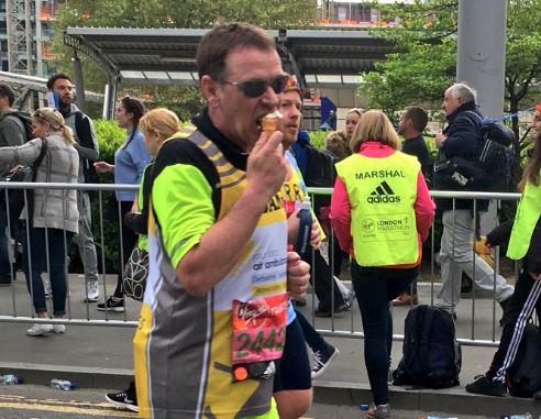 Adam Woodyatt eats ice creams and stops for selfies as he battles the London Marathon
